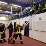 Übung zu den Themen Knoten und Stiche sowie Rettung mittels Leiterhebel